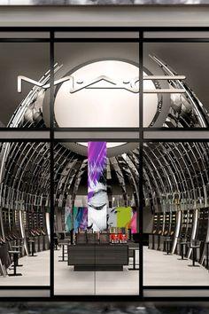 Le flagship parisien MAC http://www.vogue.fr/beaute/buzz-du-jour/articles/le-flagship-parisien-de-mac/17423