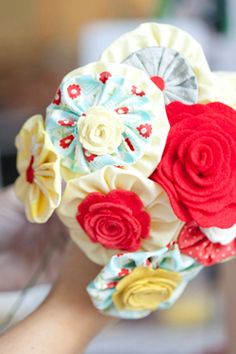 Yo Yo Fabric Flower Bouquet Tutorial from Elizabeth Anne Designs Faux Flowers, Diy Flowers, Fabric Flowers, Paper Flowers, Fabric Bouquet, Button Flowers, Fabric Crafts, Sewing Crafts, Sewing Projects