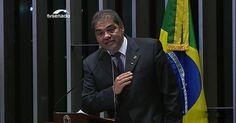 """Em gravação, senador Hélio José diz que pode 'indicar melancia' para cargo  Por Aguiasemrumo: Romulo Sanches de Oliveira """"É lamentavelmente inacreditavelmente, verdadeiramente"""". Absolutamente, Reconhecidamente, Inegavelmente, Que esse País foi descoberto por pessoas de índole e mente perigosa e que o nosso futuro a Deus dará?"""""""