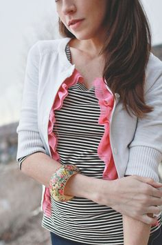 diy: perk up an old sweater with a pretty pop of color- Add a crepe ruffle. {Easy how to from Dear Lizzy} Diy Clothing, Sewing Clothes, Recycled Clothing, Recycled Fashion, Fashion Mode, Diy Fashion, Fashion Shoes, Costura Diy, Diy Vetement