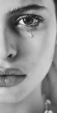 Art Auctions for Drawings – Viral Gossip Realistic Pencil Drawings, Dark Art Drawings, Art Drawings Sketches, Crying Eyes, Crying Girl, Emotional Photography, Face Photography, Pencil Portrait, Portrait Art