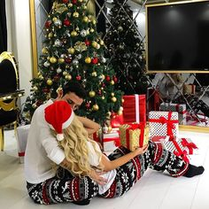 christmas couple Here is a series of 50 hairstyles to help you choose your Christmas Hairstyles amp; Christmas Pjs, Christmas Couple, First Christmas, Xmas, Christmas Cookies, Family Christmas Pictures, Holiday Pictures, Tumblr Christmas Pictures, Matching Christmas Pajamas Couples