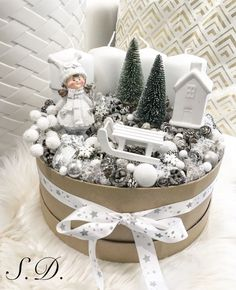 Adventbox Advent Wreath ❄️ - Lilly is Love Grinch Christmas Tree, Christmas Advent Wreath, Silver Christmas Decorations, Small Christmas Trees, Christmas Candles, Christmas Centerpieces, Simple Christmas, Christmas Time, Christmas Bedroom
