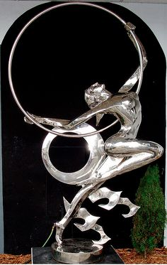 Art deco woman. I love how sensual art deco sculptures are; the lines are stunning, moving and beautiful.