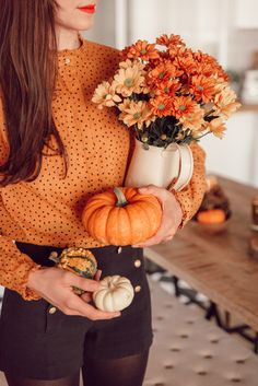 My 5 tips to decorate your interior in. Thanksgiving Decorations, Halloween Decorations, Fall Dining Table, October Baby Showers, Autumn Room, Autumn Aesthetic, Hello Autumn, Deco Table, Fall Diy