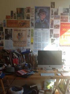 """Autre table de travail de Roxane Lecomte (@Roxane Lecomte) : """"tiens toi qui collectionne les tables de travail, voici la mienne qd j'habitais à BXL ;-) (rangée)"""""""
