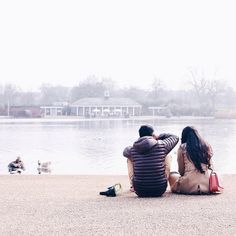 #London: #HydePark is one of the largest parks in this #British city. It has seen #history and #culture evolve as the site of Great Exhibition of 1851, as well as many mass demonstrations and protests. Here a couple enjoys a tranquil view on the corner where six streets meet. Photo taken by @tokokkk. #localculture #comissionculture #UK #England #wanderlust
