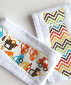 Baby Burp Cloths with Necktie in Urban Zoologie, Ready Set Go, Set of 2 Baby Boy Burp Cloths, Chevron Stripes and Cars, Bright Color Zig Zag Baby Boys, 2nd Baby, Kids Boys, Sewing For Kids, Baby Sewing, Sewing Crafts, Sewing Projects, Sewing Ideas, Kit Bebe