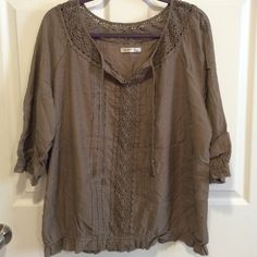 Old Navy Peasant Top Olive colored old navy peasant top. Excellent condition. Just a few wrinkles from being in storage. Very light and perfect for spring/summer. Old Navy Tops Blouses