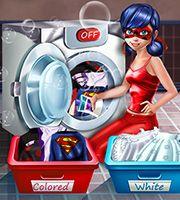 Miraculous Ladybug Lavar e Passar Roupas - Ladybug de Miraculous está com todas as suas roupas sujas e não sabe como usar a lavadora de roupas.  Vamos meninas, ajudar a nossa amiga. Primeiro separe as roupas brancas e coloridas, e adicione detergente na máquina de lavar. Depois de ter lavado os trajes, pendurá-los na corda para secar.  Depois de secar você precisa passar as roupas e colocar no armário!