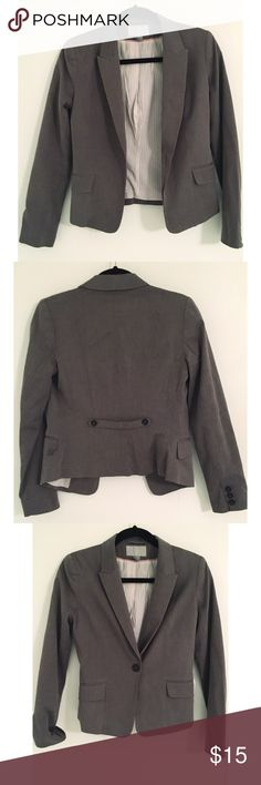 H&M grey blazer US size S H&M blazer in good condition with extra buttons still in tact. Size 6 fits like a size 2 H&M Jackets & Coats Blazers