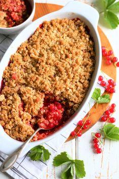 Mansikka ja punaherukka maistuvat täydelliseltä parilta kauramurupaistoksessa ja monessa muussa herkussa. Makeankirpeä kokonaisuus vie kielen mennessään.
