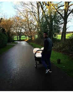 Ele & Elis Blog: Chelsea Star, Mikel Obi & His Twin Girls Take a St...