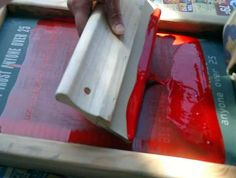 Photo-emulsion Screen Printing: Great tutorial with exposure times. Diy Screen Printing, Screen Printing Process, Do It Yourself Inspiration, Design Inspiration, Patches, Diy Arts And Crafts, Diy Crafts, Art Lessons, Printing On Fabric