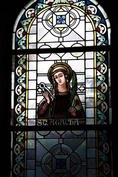 Vitraux de verre dans l'église de la paroisse catholique de Saint- Thomas en Houverath, Allemagne