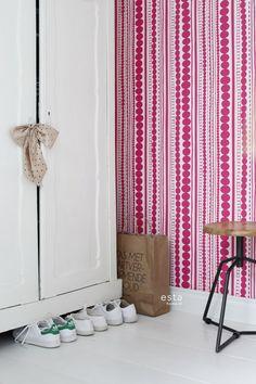 wallpaper beads fuchsia pink #FAB 138837 #behang #Tapete #papier peint #wallpaper #papel pintado #papel tapiz #carta da parati #kralen #fuchsiaroze #beads #fuchsiapink #Perlen #FuchsiaRosa #perles #Rosefuchsia #perline #rosafucsia #cordones #rosafucsia #ESTAhome.nl  #Marrakech#slaapkamer #Schlafzimmer #domitorio #chambre à coucher #Camera da letto #bedroom #kinderkamer #Kinderzimmer #dormitorio de niños #chambre d'enfant #camera da letto dei bambini #children bedroom #meisjeskamer…