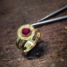 Schönes Stück. Damenring in 750/- Gelbgold mit ein Rubin und Perlen. #handmade #Gold #18kt #Rubin #Perlen #jewellery
