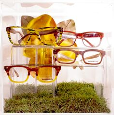 (eye)Tip: Check out this great merchandising idea. Combine similar eyewear colors into one set to match a spring and summer theme. Neat!