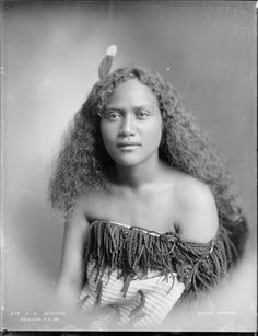 Beautiful Maori girls and women photos) Maori People, Tribal People, Polynesian People, Maori Designs, Aboriginal Culture, Maori Art, People Of The World, World Cultures, Illustrations