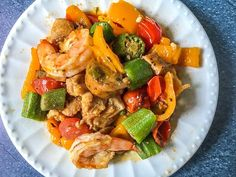 This low carb cajun stir fry dinner is full of flavorful ingredients like chicken, shrimp and sausage. You can make this one pan dinner in under 30 minutes and there is just net carbs per serving! Low Cal Dinner, One Pan Dinner, Cajun Recipes, Real Food Recipes, Soup Recipes, Healthy Meal Prep, Healthy Eating, Jambalaya Soup, Healthy Sesame Chicken