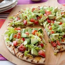 Mexican Avocado Pizza ~ throw pita's on the grill. add ingredients same as CPK california club pizza Pizza Recipes, Mexican Food Recipes, Vegetarian Recipes, Cooking Recipes, Vegetarian Pizza, Grilling Recipes, Vegetarian Mexican, Healthy Pizza, Vegetarian Grilling