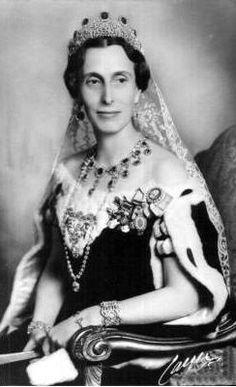 HM Queen Louise of Sweden (1889-1965) née Her Serene Highness Princess Louise of Battenberg  wearing the Leuchtenberg sapphires