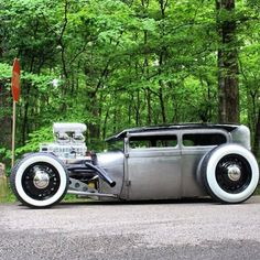 Hot Wheels - Yo it's the weekend down here igers so that means cruising time, would be a bit of fun in this weapon don't you think! Happy July 4th to all our American friends. #hotrod #carporn #stance...