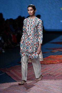 Ikai by Ragini Ahuja at Lotus Make-Up India Fashion Week spring/summer 2020 Pakistani Fashion Casual, Pakistani Dresses Casual, Pakistani Dress Design, Bollywood Fashion, Indian Fashion, India Fashion Week, Pakistan Fashion, Spring Fashion Trends, Latest Fashion Trends