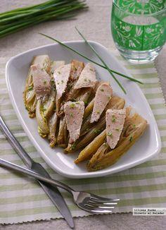 """Debido la forma de """"barquitas"""" que tienen las hojas de la endivia al separarse, son muy usadas como base de rellenos frescos o ensaladas. Sin e..."""