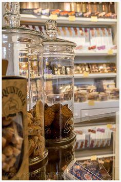 Torrons Vicens in Alcudia auf Mallorca. Allerfeinster Nougat der seit 1775 im Familienbetrieb in Agramunt hergestellt wird.