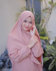 Beautiful Muslim Women, Beautiful Hijab, Teen Girl Poses, Lace Ball Gowns, Hijab Chic, Muslim Girls, Hair Beauty, Womens Fashion, Model