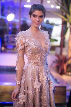 Figurino Leticia (Isabella Santoni) A lei do amor novela, vestido noivado cena, Brazilian Soap Opera