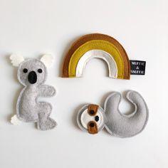 Felt Dolls, Kidsroom, Pom Poms, Felt Crafts, Hygge, Baby Toys, Kids Playing, Dinosaur Stuffed Animal, Nursery