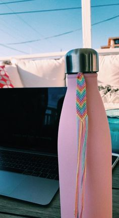 Friendship bracelet how to make simple Thread Bracelets, Diy Bracelets Easy, Summer Bracelets, Bracelet Crafts, Bracelets For Men, Beaded Bracelets, String Bracelets, Braclets Diy, Ankle Bracelets
