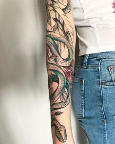 детали^^⚡️ #тату #татуцветы #татуировка  #tattoo #inkstinctsubmission #tattoo2me #tattooart #tattoopins  #tattooartist #tattoomoscow #tattooinrussia  #graphictattoo #wowtattoo #peonytattoo #birdtattoo #ink #snaketattoo #flowertattoo #tattsketches  #tattoodesign #russiantattooers  #blxckink #moscowtattoo #Equilattera #tattooselection #inkspiretattoos #womantattoo #rosetattoo #wowtattooing #TAOT