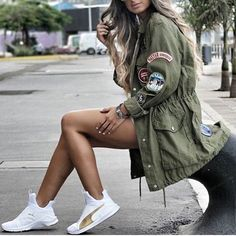 Military Jacket. Vuelve la tendencia más guerrera. #tendencia #military #militarystyle #jacket #camuflaje #fashionista #women #verdemilitar #sneakers  #personal shopper #fashionstyle #moda #fashionweek #image #followme #desfile  #fashion #moda #style #imageconsultant #fashionstylist #barcelona #new #paris #nycfashion #look #outfit #dress #streetstyle #chic #look #streetstyle