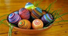 Lavoretti per Pasqua da fare con i bambini: uovo di vetro, pulcino di cartone e auguri 3D