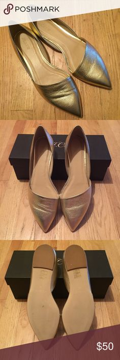 J.Crew Sloan Flats in Metallic Gold Leather Fun metallic gold flat from J.Crew! Perfect for summer outfits ☀️ True to size. Tried on but never worn. Box included. SOLD OUT! 🛍20% OFF BUNDLES OF 2 IR MORE ITEMS🛍❌NO TRADES❌NO LOWBALLING❌ J. Crew Shoes Flats & Loafers