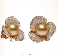 Zarcillos o/a con perla Golden y pave de brillantes