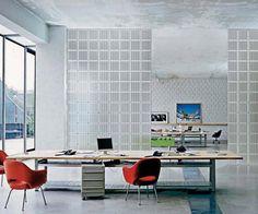 Tijolo de Vidro: Modelos, Preços e 60 Fotos Inspiradoras! Glass Brick, Home Office, Desk, Furniture, Nova, 35, Manila, Home Decor, Bathrooms