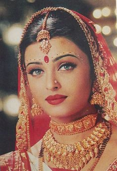 АЙШВАРИЯ РАЙ Actress Aishwarya Rai, Aishwarya Rai Bachchan, Bollywood Actress, Bollywood Makeup, Bollywood Fashion, Pakistani Bridal Wear, Indian Bridal, Indian Bollywood, Indian Sarees