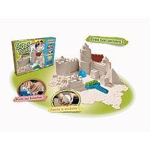 Retrouver l'ambiance de la plage sans quitter sa chambre ? C'est ce que Goliath propose à vos enfants avec ce coffret Super Sand château. Grâce à ce sable magique 100% naturel et hypoallergénique, ils pourront façonner de vraies sculptures de sable. Pratique, ce sable ne nécessite aucune adjonction d'eau pour s'agglomérer, et ne tâche pas. Avec tout un ensemble d'accessoires dédiés à la construction de châteaux, vos petits architectes élaboreront des édifices détaillés avec précision…