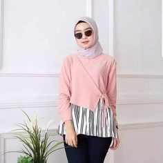 Modest Fashion Hijab, Niqab Fashion, Modern Hijab Fashion, Batik Fashion, Casual Hijab Outfit, Fashion Outfits, Photos Of Dresses, Blouse Models, Modest Wear