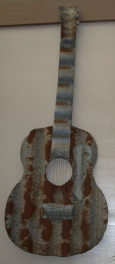 After buying the corrugated iron map of Australia I asked the man who made it if he had a guitar and he saisd he had never made one but would love the challenge so this is what he came up with, he had it up on his stall wall with a sold sign on it, he could have sold it many times over....I call it good old Aussie art.