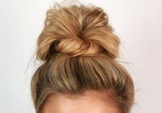 A high fan bun is easy and when wrapped with a piece of hair looks finished. Nurse Hairstyles, Messy Bun Hairstyles, Work Hairstyles, Casual Hairstyles, Everyday Hairstyles, Professional Hairstyles, Summer Hairstyles, Updo Casual, Fan Bun
