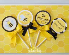 Cupcake Toppers Bee Cupcake Wrappers Bee por theuniqueday en Etsy