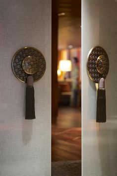 Custom designed door handles at Horizon Club Lounge. - Home Decor From Pepi Knobs And Knockers, Door Knobs, Door Handles, Door Pulls, New Chinese, Chinese Style, Chinese Interior, Passementerie, Messing