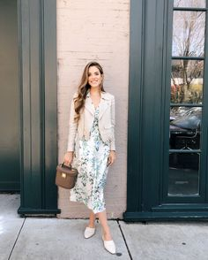 Gal Meets Glam Daily Look featuring Julia Engel wearing a Theory linen jacket over a Gal Meets Glam dress with Nicholas Kirkwood slides and a Mark Cross bag. Modest Outfits, Modest Fashion, Fashion Outfits, Womens Fashion, Fashion Fashion, Spring Summer Fashion, Spring Outfits, Summer Winter, Outfit Vestidos