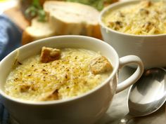 Como fazer sopa de cebola. Receita simples tem poucas calorias, alto valor nutritivo e é boa opção para jantar saudável