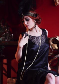 my friend, Ashley, would look good like this. she always looks good when she dresses in 20s styles. ;)